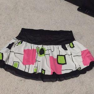 Dresses & Skirts - Geometric print mini skirt
